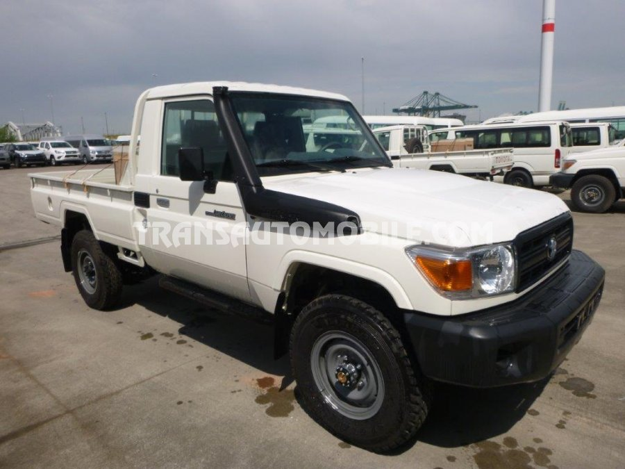 TOYOTA LAND CRUISER 79 PICK UP DIESEL HZJ 79 SIMPLE CABIN 3 SEATS (2018)